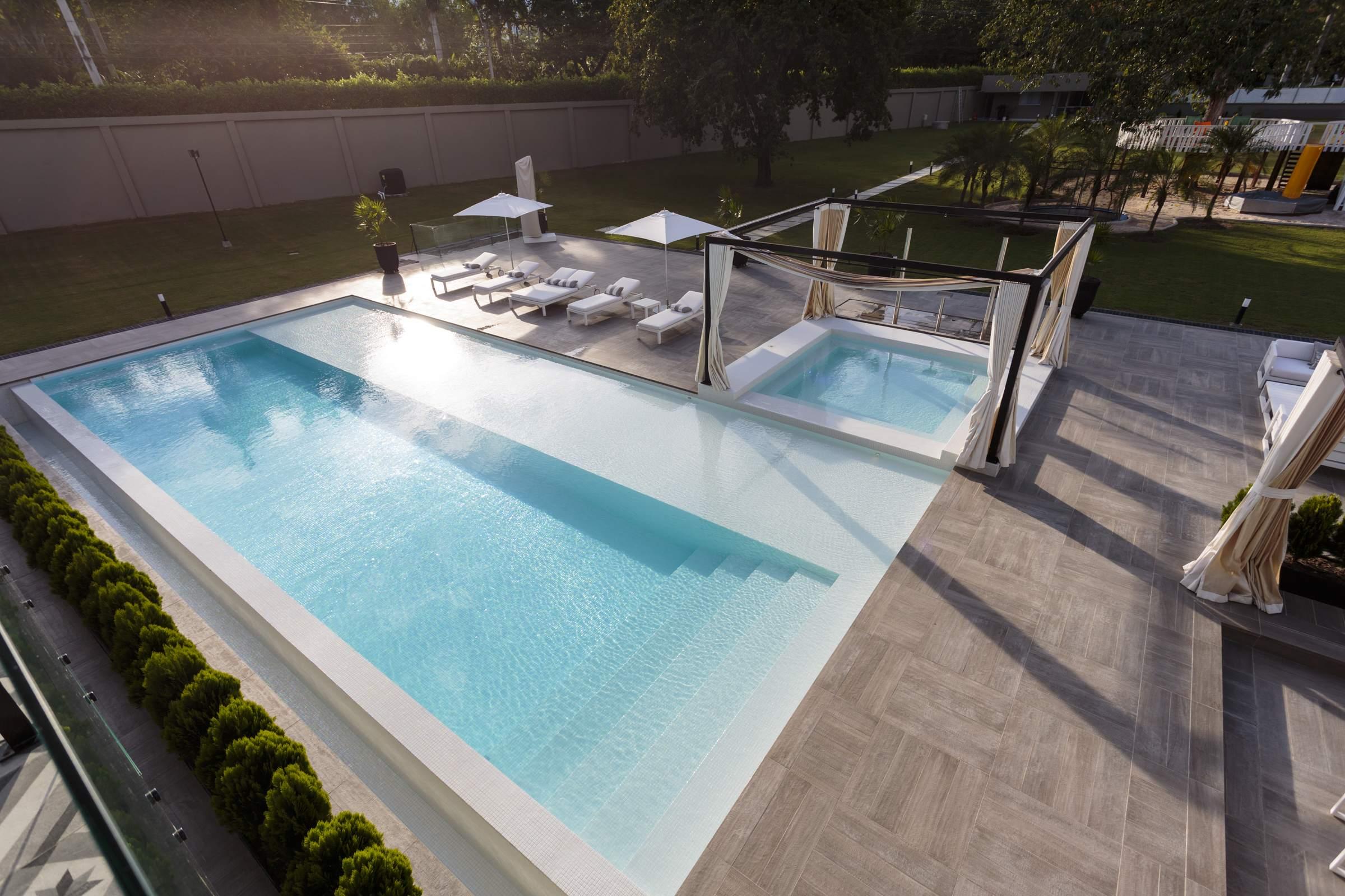 Ambiente azul jacuzzi hidromasajes colombia piscinas spa - Cantidad de salfuman para bajar ph piscina ...